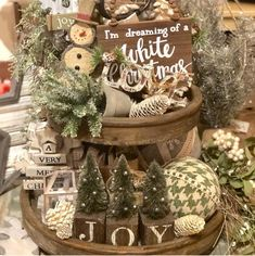 60 Rustic Christmas Decorations whose Natural & Rugged Beauty will make your Hea. 60 Rustic Christmas Decorations whose Natural & Rugged Beauty will make your Heart Skip a Beat - Ethinify. Farmhouse Christmas Decor, Primitive Christmas, Rustic Christmas, Christmas Home, Christmas Wreaths, White Christmas, Christmas Ornaments, Diy Christmas Gifts, Cowboy Christmas