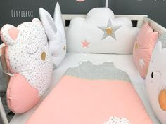A wonderful set of cot bumpers for baby's nursery room in peach, blue mint, white and gold cotton fabrics Matching personnalized sleeping bag and changing pad set possible on demand Handmade after order, for delivery delay please refer to the informations Baby Bedroom, Nursery Room, Nursery Decor, Animal Cushions, Cot Bumper, Pregnancy Pillow, Golden Star, Baby Safety, Forest Animals