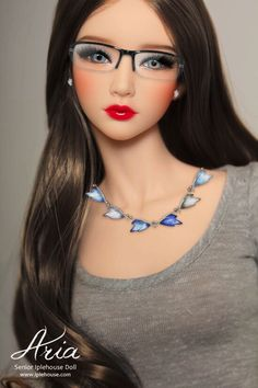 Never saw a doll with glasses! Is this a doll or a real human. Beautiful Barbie Dolls, Pretty Dolls, Cute Dolls, Vintage Barbie, Manequin, Polymer Clay Dolls, Barbie Collection, Barbie World, Ooak Dolls
