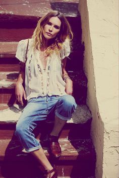 Your go-to outfit this summer - relaxed boyfriend jeans and blouse.
