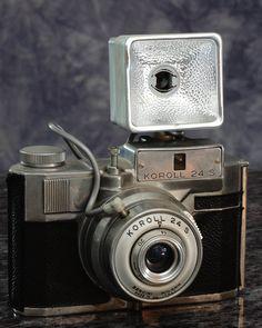 Bencini Koroll 24S with flash gun.