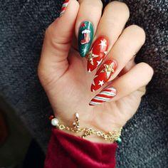 32 Cute Christmas Nail Art Ideas / Holiday Nails: These holiday-themed nail art designs will make your nails sparkle this season. Holiday Acrylic Nails, Xmas Nail Art, Wedding Acrylic Nails, Cute Christmas Nails, Holiday Nail Art, Xmas Nails, Christmas Nail Art Designs, Christmas Christmas, Cute Nails