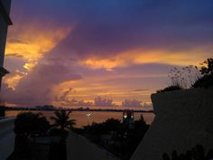 Beautiful colors @ a tipical Cancún summer Dusk