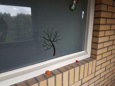 Herfst uitgesneden uit folie op t raam!