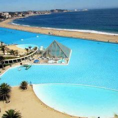 The swimming pool of San Alfonso del Mar private resort located in Algarrobo, Chile. This is the largest swimming pool in the world with a length of - Algarrobo, Chile, Landolia, a World of Photos Big Pools, Cool Pools, Places To Travel, Places To See, Travel Destinations, Places Around The World, Around The Worlds, Cities, Lakes