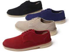 Supreme has joined Clarks® to release anew style – the Desert Mali Low. Made exclusively for Supreme, the shoe will come in a premium nubuck suede upper, leather in-sole and lining. Crepe sole bottom with a debossed logo on the heel. The Desert Mali Low will be available in four different colorways.  Available in-store in NY, LA, London and online on March 29th andin Japan on March 31st.