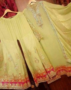Embroidery dress 2017 New ideas Bridal Mehndi Dresses, Mehendi Outfits, Pakistani Wedding Outfits, Pakistani Dresses, Indian Dresses, Indian Outfits, Kurta Designs, Gharara Designs, Indie Mode