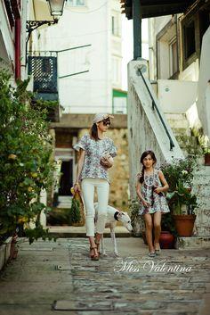 Blusón Vilma y vestido Hilda de la colección Primavera Verano 2012 de Miss Valentina. Tallas disponibles para mamás e hijas