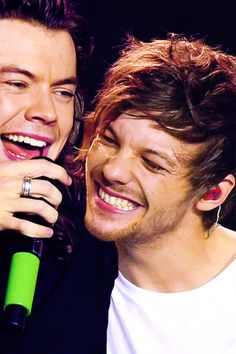 Harry Styles and Louis Tomlinson Four One Direction, One Direction Pictures, Larry Stylinson, Foto One, Larry Shippers, Louis Tomilson, Harry Styles Pictures, Louis And Harry, Louis Williams