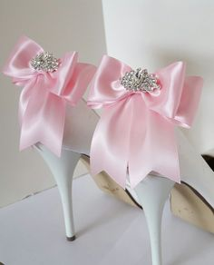 Hey, I found this really awesome Etsy listing at https://www.etsy.com/listing/269821778/wedding-shoe-clipsbridal-shoe-clips-many