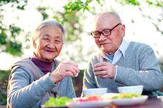 Uit het jaarlijkse rapport van de Wereldgezondheidsorganisatie blijkt dat Japanse vrouwen wereldwijd de hoogste levensverwachting hebben. In het rapport wordt de gezondheid van de bevolking van 194 lidstaten in kaart gebracht. Japanse vrouwen worden gemiddeld 86,8 jaar oud. Maar er bestaat een Japans eiland waar ze het nog verder weten te schoppen. Op het eiland […]