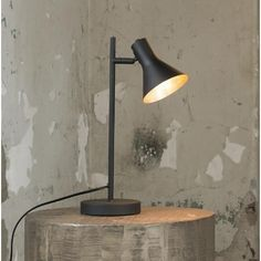 This table lamp has a single light source. It is made of metal and is finished in powder coated black, giving the lamp a matt black colour. The cap of the lamp is adjustable. Industrial Floor Lamps, Industrial Table, Drop Lights, Table Vintage, Bedside Lighting, Black Table Lamps, Melbourne, Decorating Coffee Tables, Led Lampe