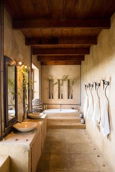 Unique Bathroom Wall Decor Ideas To Increase Bathroom's Value Bathroom Wall Decor, Modern Bathroom, Bathroom Ideas, Large Bathroom Interior, Tuscan Bathroom Decor, Small Bathroom, Tuscan Bedroom, Bathtub Decor, Large Bathrooms