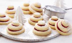 Terrassenplätzchen Rezept: Knusprige Plätzchen mit Gelee gefüllt zu Weihnachten - Eins von 7.000 leckeren, gelingsicheren Rezepten von Dr. Oetker!