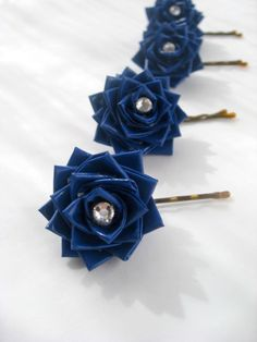 Set Of 4 Duct Tape Flower Hair Pin. It's for sale on Etsy but making it customizable DIY is best for me I think :) Duct Tape Bags, Duct Tape Dress, Duct Tape Projects, Duck Tape Crafts, Birthday Gifts For Teens, Teen Birthday, Painting Canvas Crafts, Colored Tape, Duct Tape Flowers