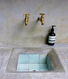 Unique Tadelakt Bathroom Design Ideas For Awesome Bathroom Rustic Home Interiors, Tadelakt, Minimal Home, Rustic Kitchen, Craftsman Kitchen, Kitchen Sink, Bathroom Inspiration, Home Remodeling, Cool Ideas