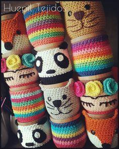 Bildergebnis für mates a crochet Crochet Coffee Cozy, Crochet Cozy, Crochet Gifts, Crochet Classes, Crochet Projects, Crochet Designs, Crochet Patterns, Crochet T Shirts, Crochet Purses