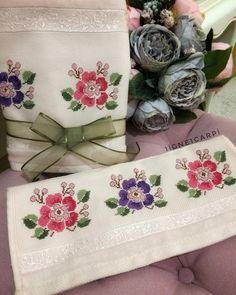 🌸🌸 Cross Stitch Embroidery, Cross Stitches, Shabby Chic, Elsa, Instagram, Towels, Flowers, Punto De Cruz, Pintura