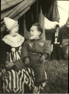 One sideshow performer who made the transition to part of the circus proper was the dwarf - a part of the contingent of clowns.