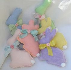 Easter crafts (could make in brown to look like chocolate rabbits)  This would make a way cute banner.