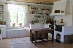 Old Swedish kitchen Swedish Farmhouse, Swedish Kitchen, Swedish Cottage, Scandinavian Furniture, Scandinavian Home, Kitchen Stories, Swedish Design, Cottage Interiors, Cottage Living