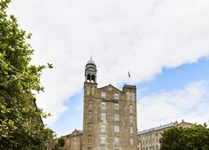 Transformed from a two-hundred-year-old jute mill, the 102-room Hotel Indigo Dundee sits between the waterfront and the heart of the shopping district. Rich in history, the first spinning mill was built on the site in 1822 by the Baxter family who became one of the world's largest linen manufacturers.