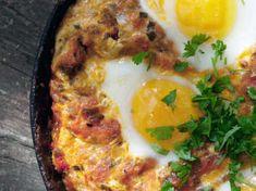 En rätt från Mellanöstern med tomat och ägg, som är riktigt, riktigt god.
