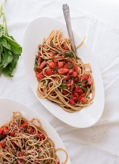 Love this....Super fresh tomato sauce with spaghetti | cookieandkate.com