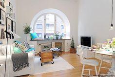 sala linda! minimalista sem estar vazia, simples com toques de sofisticação, elementos artesanais e reciclagem... muito linda!