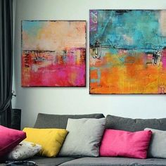 That's how it's done, right?! The #art isn't generic, there's depth & line along with the #color - #loveit don't you? Solids can #rockit #interiordesign - photo @MyColortopia #tuesdaynight