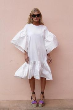 The Margot White is a super sassy, chic dress. Pair with sandals, heels or trainers for a casual elegant look. One Size: UK Fabric composition: Polyester/elastane. Love Fashion, Girl Fashion, Fashion Outfits, Womens Fashion, Fashion Design, Zara Dresses, Casual Dresses, Little White Dresses, Types Of Dresses