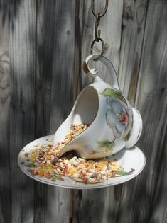 My DIY project :) Birdfeeder has to do for the garden! (Diy garden party) - My DIY project 🙂 Birdfeeder has to do for the garden! Diy Garden, Garden Crafts, Garden Projects, Craft Projects, Teacup Crafts, Diy Bird Feeder, Teacup Bird Feeders, Glass Garden, Yard Art