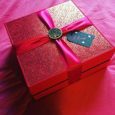 Coffret cadeau de chez @ritualscosmetics bien sûr j'ai fait ma petite curieuse et est regardé le contenue, gourmand tout Ca et surtout des odeurs délicieuse. Dommage que ce ne sois pas pour moi .. Packaging juste magnifique 🎁🎄❄️ #noel2016 #xmas #cadeauxdenoel #pourlabellesoeur #december #ritualscosmetics #redpacket