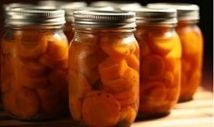 Wortelen inmaken Herbal Oil, Preserving Food, Canning Recipes, Preserves, Cucumber, Carrots, Herbalism, Spices, Remedies