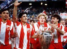 #nadanasnjidan pre 24 godine @crvenazvezdafk je postala prvak Evrope. Sećanje na taj dan -> http://mondo.rs/a798979/Sport/Fudbal/Bari-29.-maj-1991.-godine-Zvezda-Olimpik-Delije-pricaju-svoju-pricu-FOTO-i-VIDEO.html …