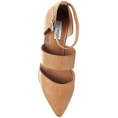 Steve Madden Women's Leonie Flats ($70) ❤ liked on Polyvore featuring shoes, flats, tan leather, tan leather shoes, leather pointy toe flats, leather flat shoes, flat shoes and leather flats
