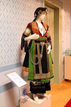 FolkCostume&Embroidery: Costume of the Karagouni, Thessaly, Greece Greek Traditional Dress, Traditional Fashion, Traditional Outfits, Gypsy Costume, Folk Costume, Greece Costume, Greek Royalty, Folk Clothing, Greek Culture