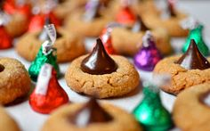 Gluten free cooking and baking that is simple and delicious, with as few crazy ingredients as possible. Peanut Butter Kiss, Gluten Free Peanut Butter, Gluten Free Chocolate, Peanut Butter Cookies, Easy Chocolate Chip Cookies, Mint Chocolate Chips, Gluten Free Sweets, Gluten Free Cakes, Peanut Butter Blossoms