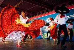 Ballet Folklorico Resurrecion performs traditional Mexican folk dances at the Los Angeles County Fair (© LHB Photo/Alamy)