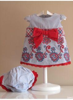Vestido espectacular! Pronto tendréis una foto de una niña preciosa estrenándolo en Semana Santa... #vestido #niña #decolorguinda