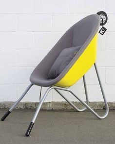 A seat made from a wheelbarrow Gloucestershire Resource Centre Produkte Products Recycled Furniture, Cool Furniture, Furniture Design, Diy Recycling, Upcycle, Deco Originale, Diy Chandelier, Garden Seating, Clever Design