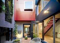 Australian designers from Morris Partnership are the ones guilty for this amazing Richmond House in a suburb of Melbourne.