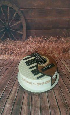 Piano & lguitar on round cake combined