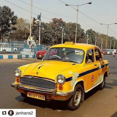 Yellowcab på indisk-vis. #reiseliv #reiseblogger #reisetips #reiseråd #Repost @jenhans2 with @repostapp #kolkatadiaries #globe_travel #instaindia #kolkata_photography #streetofkolkata #car #yellowcars #taxi #oldfashioncars #reiseradet #amazingindia #discoverindia #incredibleindia ... Still going on....on the streets of Kolkata.....