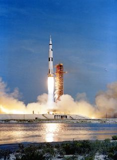 Amazing photos from NASA& vaults show how they assembled Apollo 11