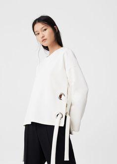 Bow textured sweatshirt - Woman | MANGO United Kingdom