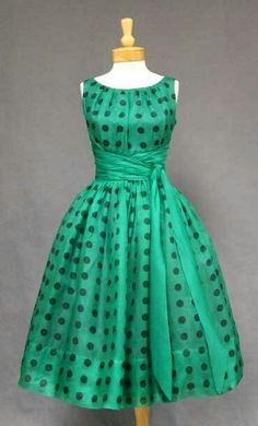 [I like the pleated neckline, as well as the pretty sash.] Anos 50