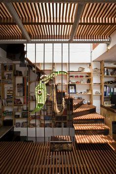 Nombre/ a21 house.  Arquitecto/ a21studio.  Superficie/ 40m2.  Ubicación/ Binh Thanh, Hochiminh, Vietnam.  Año/ 2012.  Fotografía/ Hiroyuki Oki.