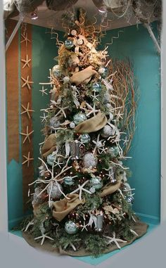 nice 31 Cozy Beach Themed Christmas Decoration Ideas  https://decoralink.com/2017/12/02/cozy-beach-themed-christmas-decoration-ideas/