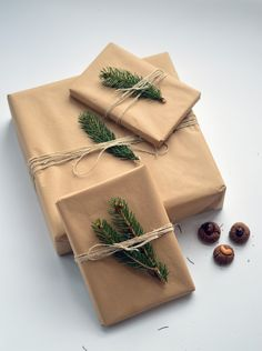 For all of you who haven't already gift wrapped their presents: Here a little inspiration how you can do it without plastic and shiny paper :) Instead of brown papier you can also take paper bags – they do look the same and it's a great way of recycling! #christimas #giftWrapping #DIY